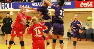 Handbal feminin / CSU Neptun a fost înfrântă de HCM Roman / Galerie foto