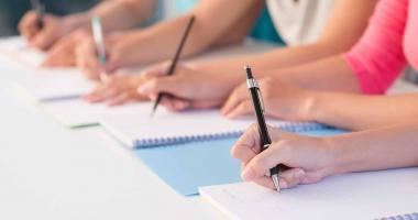 Zeci de profesori au picat proba scrisa la concursul pentru directori