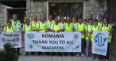 Sindicatele marinarilor și docherilor au împărțit daruri pe navele din portul Constanța
