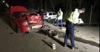 ACCIDENT ÎNFIORĂTOR! Doi tineri se zbat între viaţă şi moarte, după ce au fost aruncaţi prin geamurile maşinii