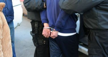 Tânăr de 19 ani, din Constanţa, arestat după ce a bătut şi tâlhărit un bărbat, pe stradă
