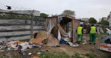 Adăpost improvizat, desfiinţat de Poliţia Locală