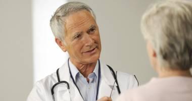 În ce condiţii mai pot lucra medicii pensionari