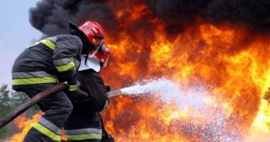 Incendiu puternic �ntre Eforie �i Techirghiol. Se intervine �n for��!