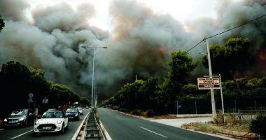Incendii în Grecia. Şefii poliţiei şi pompierilor, schimbaţi din funcţie