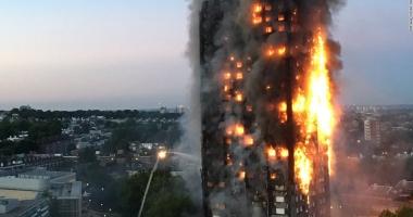 Incendiu devastator la Londra.  Un bloc turn a ars din temelii