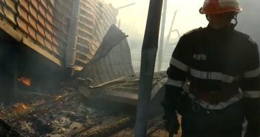 VIDEO / Incendiu la o pensiune din Tulcea. Mai mulți turişti s-au autoevacuat