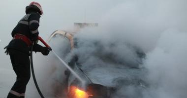 UPDATE - Incendiu în Piaţa Ovidiu. Arde un autoturism!