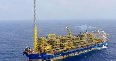 Incendiu pe o navă de producție, depozitare și descărcare a petrolului