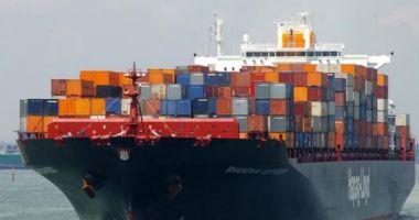 Incendiu pe un portcontainer cu mărfuri periculoase