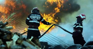 IMAGINI SPECTACULOASE  Incendiu violent lângă Metro 1