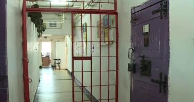 Deţinuţi eliberaţi din închisori, înainte de termen.