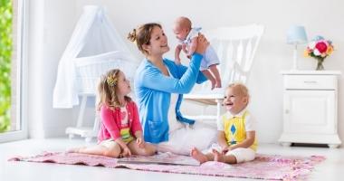 Indemnizaţii şi stimulente de inserţie mai mari pentru mămici