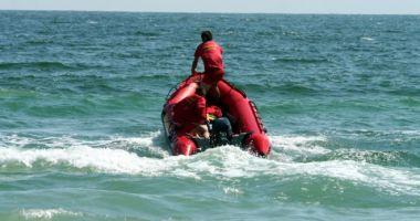 Alertă în Vama Veche. Salvatorii caută în bărbat care a intrat în mare și nu a mai ieșit