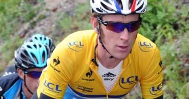 Câştigătorul Turului Franţei la Ciclism, Bradley Wiggins, a fost lovit de o maşină în timp ce se antrena!