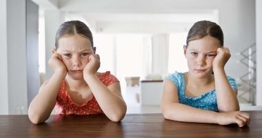 Peste 2.000 de copii instituţionalizaţi în judeţul Constanţa