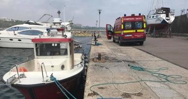 O tânără a căzut în mare de pe pasarela din Mamaia. Pompierii au scos-o din apă după 20 de minute