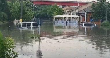 VIDEO / Inundaţii puternice în Cernavodă. Intervin mai multe echipaje de pompieri