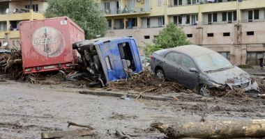 Vreme severă în Spania: Zeci de maşini luate de ape