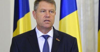 Iohannis cere reexaminarea legii care şterge interdicţiile pentru parlamentari