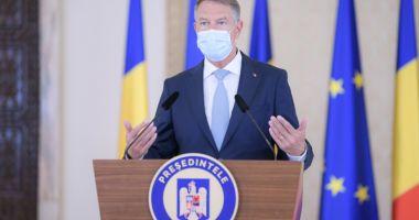 """Klaus Iohannis, apel către primari: """"Să se implice activ în campania de vaccinare"""""""