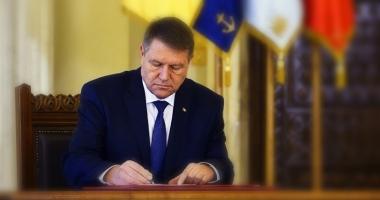 Legea care modifică Statutul deputaţilor şi senatorilor, promulgată de Iohannis