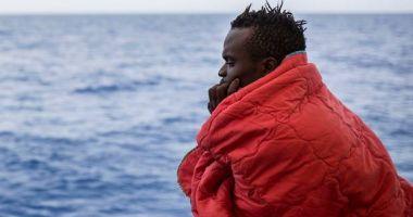 La un pas de tragedie! 73 de migranți, salvați de pe o barcă în derivă