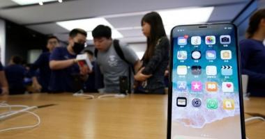 Noul iPhone X, fabricat cu elevi forțați să muncească 11 ore pe zi