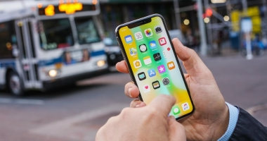 iPhone X nu funcţionează la frig. Apple promite că va remedia problema