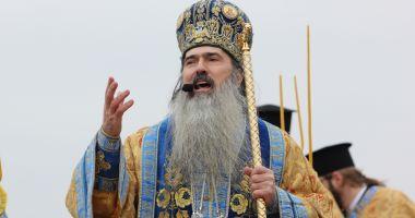 """IPS Teodosie face o vizită misionară la parohia """"Sfântul Ioan Botezătorul"""""""