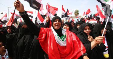 Irak: Proteste și drapele americane arse după lovitura din Siria