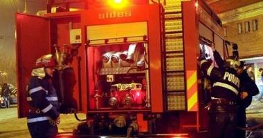 Un constănțean A DAT FOC UNUI DULAP PE HOLUL SCĂRII! Pompierii au intervenit