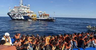 Italia va accepta migranţii salvaţi pe mare pe parcursul negocierilor europene