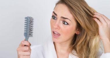 Îți cade des părul? S-ar putea să ai probleme cu tiroida