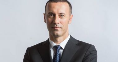 Iulian Dumitrescu a demisionat de la conducerea grupului PNL din Senat