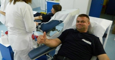 Jandarmii constănţeni au donat sânge pentru militarii răniţi în accidentul rutier