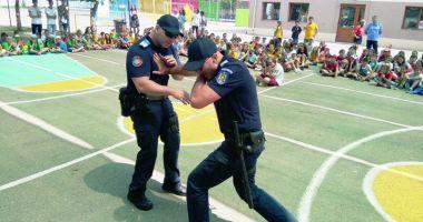 Jandarmii constănţeni, alături de copii în timpul vacanţei de vară