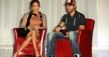 Jennifer Lopez îşi înşală iubitul cu Enrique Iglesias?