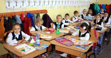 Înscrieri cu strigături la clasa pregătitoare. Părinţii fac presiuni pentru anumite învăţătoare