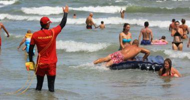VIDEO / Primăria Constanţa montează foişoare noi pentru salvamari