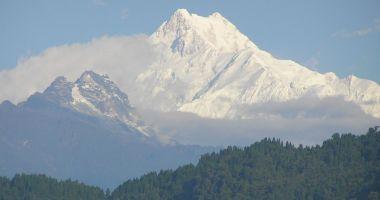 Doi alpinişti au murit în Nepal, în timpul unei expediţii pe cel de-al treilea cel mai înalt munte din lume