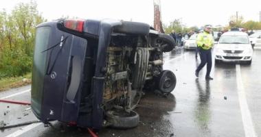 Plan Roşu de intervenţie! Patru maşini sunt implicate într-un accident rutier: un mort şi 14 răniţi