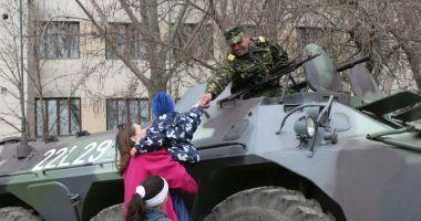 Imagini de colecţie! Militari români, misiune specială în Kosovo, 2005