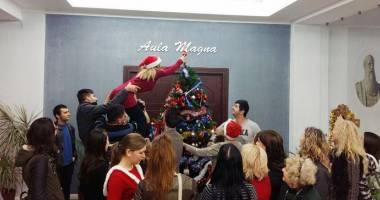 """La Universitatea """"Andrei Şaguna"""", studenţii continuă tradiţia  de sărbători"""