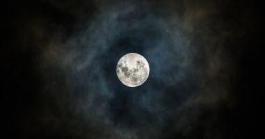 FENOMEN SPECTACULOS ÎN ROMÂNIA! Eclipsă totală de Lună