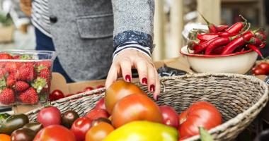Legumele şi fructele autohtone şi de import,  ţinute sub control fitosanitar