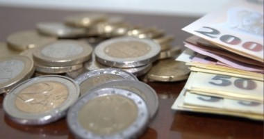 Leul rămâne cea mai performantă monedă din UE