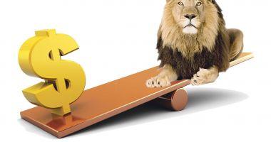 Dolarul s-a apreciat cu 1,14 bani în bătălia cu leul