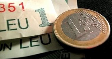 Euro câştigă 0,15% în lupta cu leul