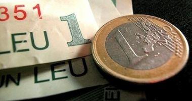Euro a câștigat 1,06 bani în lupta cu leul